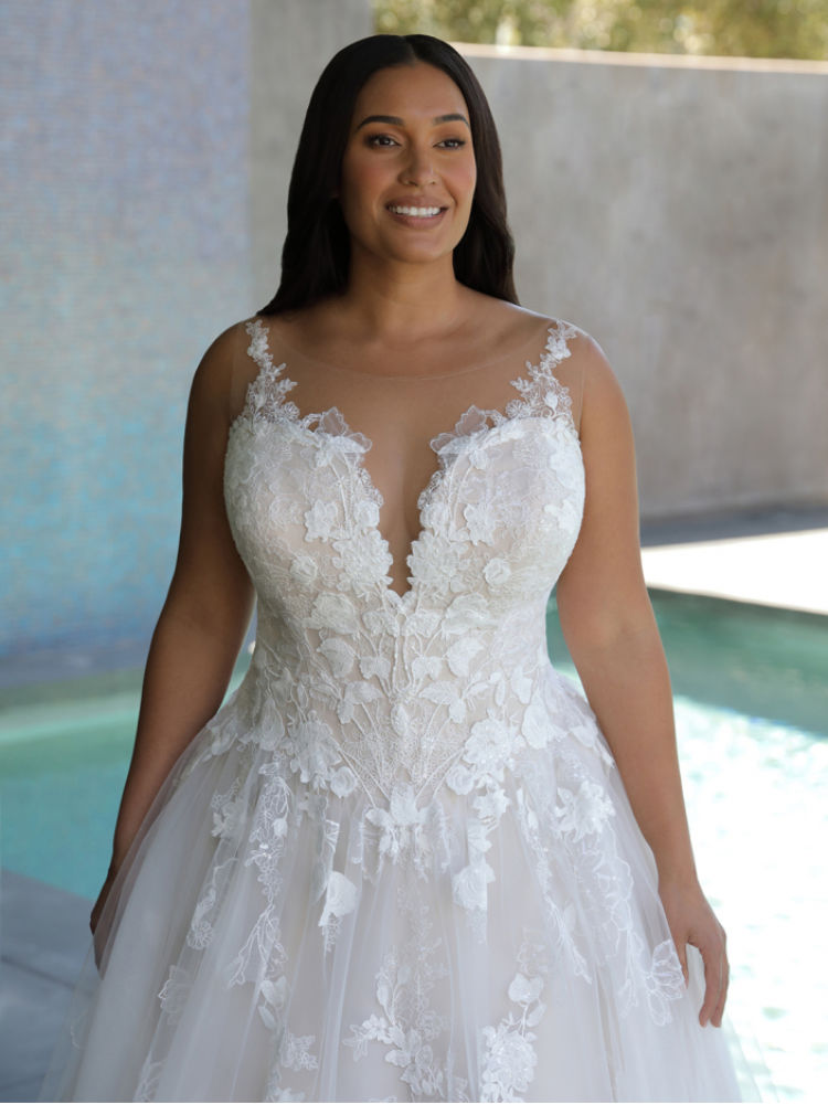 Hochzeitskleider für große Größen und Mollige in Berlin - Elysee Edition Kleid Fleur Close